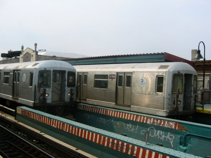 (76k, 800x600)<br><b>Country:</b> United States<br><b>City:</b> New York<br><b>System:</b> New York City Transit<br><b>Line:</b> BMT Nassau Street/Jamaica Line<br><b>Location:</b> Chauncey Street <br><b>Route:</b> Z<br><b>Car:</b> R-42 (St. Louis, 1969-1970)  4769,4659 <br><b>Photo by:</b> Dante D. Angerville<br><b>Date:</b> 6/25/2004<br><b>Viewed (this week/total):</b> 1 / 3690
