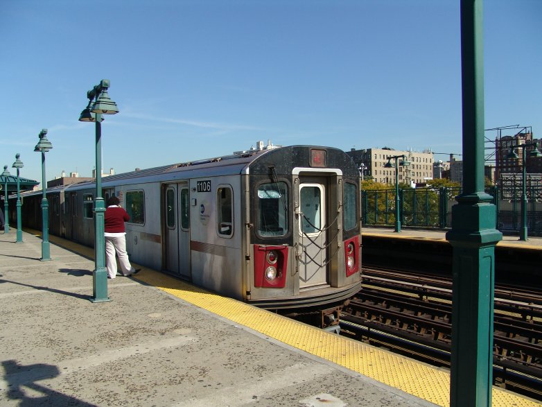 (97k, 782x587)<br><b>Country:</b> United States<br><b>City:</b> New York<br><b>System:</b> New York City Transit<br><b>Line:</b> IRT Woodlawn Line<br><b>Location:</b> 161st Street/River Avenue (Yankee Stadium) <br><b>Route:</b> 4<br><b>Car:</b> R-142 (Option Order, Bombardier, 2002-2003)  1106 <br><b>Photo by:</b> Richard Panse<br><b>Date:</b> 10/13/2004<br><b>Viewed (this week/total):</b> 1 / 5729