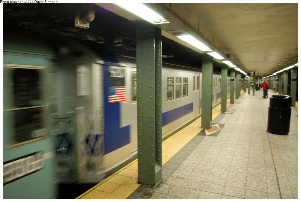 (148k, 1044x701)<br><b>Country:</b> United States<br><b>City:</b> New York<br><b>System:</b> New York City Transit<br><b>Line:</b> IRT Brooklyn Line<br><b>Location:</b> Atlantic Avenue <br><b>Route:</b> Fan Trip<br><b>Car:</b> R-33 Main Line (St. Louis, 1962-63) 9207 <br><b>Photo by:</b> David Pirmann<br><b>Date:</b> 10/29/2004<br><b>Notes:</b> Train in regular passenger service, technically not a fan trip.<br><b>Viewed (this week/total):</b> 4 / 3026