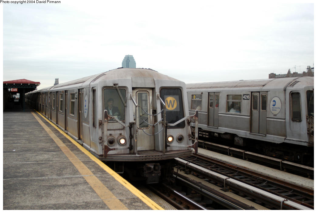 (145k, 1044x701)<br><b>Country:</b> United States<br><b>City:</b> New York<br><b>System:</b> New York City Transit<br><b>Line:</b> BMT Astoria Line<br><b>Location:</b> 36th/Washington Aves. <br><b>Route:</b> W<br><b>Car:</b> R-40 (St. Louis, 1968)  4317 <br><b>Photo by:</b> David Pirmann<br><b>Date:</b> 10/29/2004<br><b>Viewed (this week/total):</b> 3 / 3106