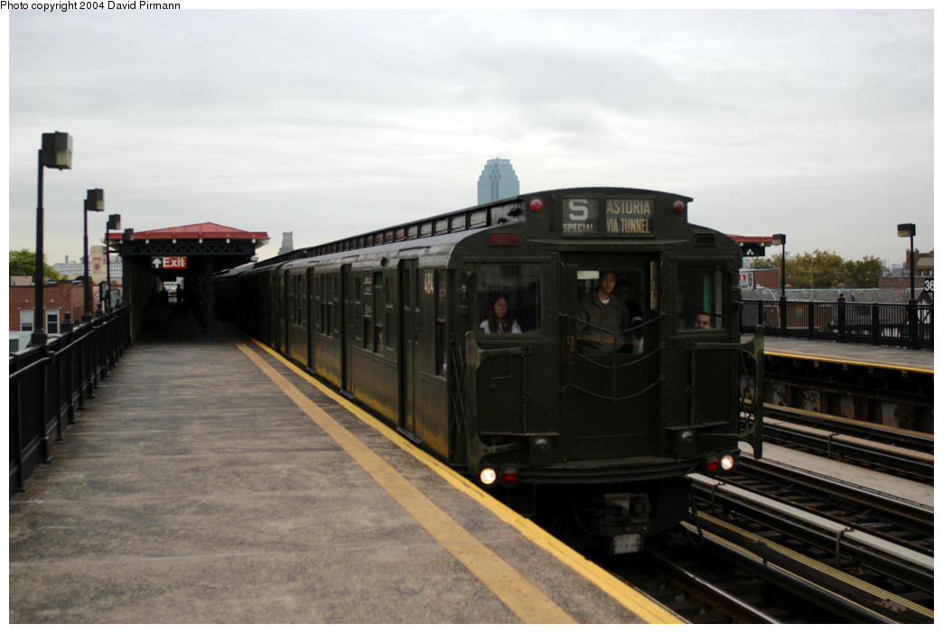 (140k, 1044x701)<br><b>Country:</b> United States<br><b>City:</b> New York<br><b>System:</b> New York City Transit<br><b>Line:</b> BMT Astoria Line<br><b>Location:</b> 36th/Washington Aves. <br><b>Route:</b> Fan Trip<br><b>Car:</b> R-4 (American Car & Foundry, 1932-1933) 484 <br><b>Photo by:</b> David Pirmann<br><b>Date:</b> 10/29/2004<br><b>Notes:</b> Train in regular passenger service, technically not a fan trip.<br><b>Viewed (this week/total):</b> 1 / 2082