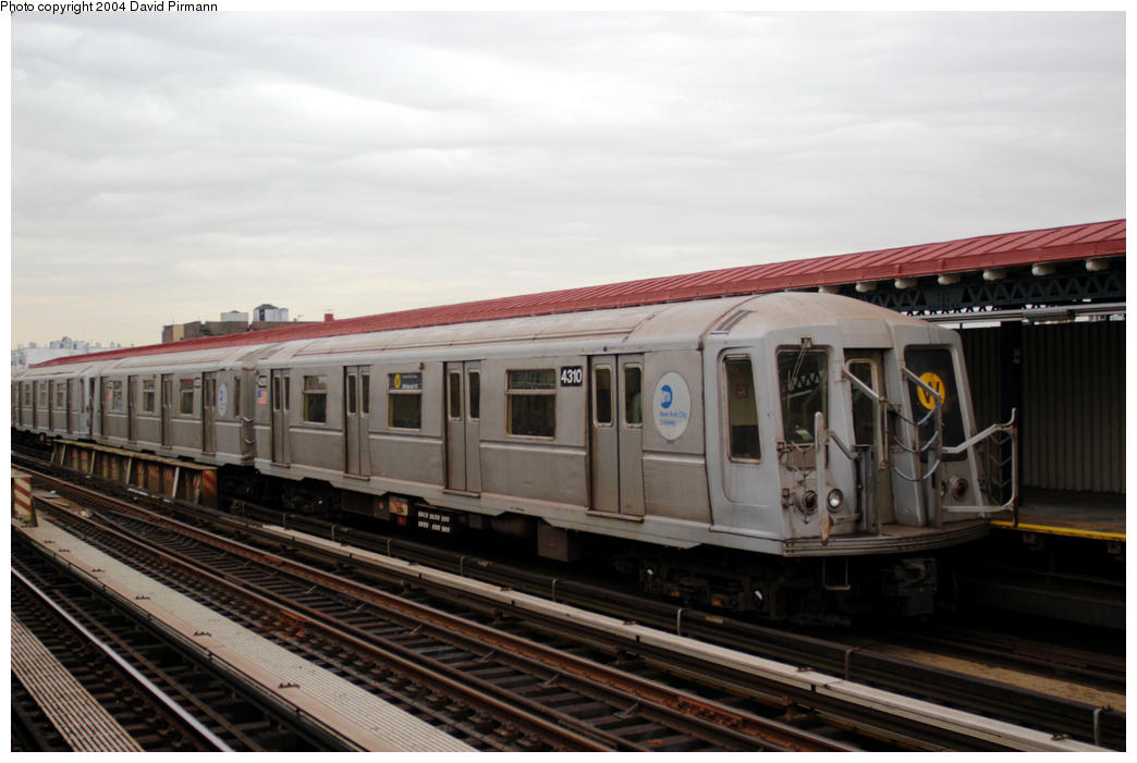 (151k, 1044x701)<br><b>Country:</b> United States<br><b>City:</b> New York<br><b>System:</b> New York City Transit<br><b>Line:</b> BMT Astoria Line<br><b>Location:</b> 36th/Washington Aves. <br><b>Route:</b> W<br><b>Car:</b> R-40 (St. Louis, 1968)  4310 <br><b>Photo by:</b> David Pirmann<br><b>Date:</b> 10/29/2004<br><b>Viewed (this week/total):</b> 11 / 2212