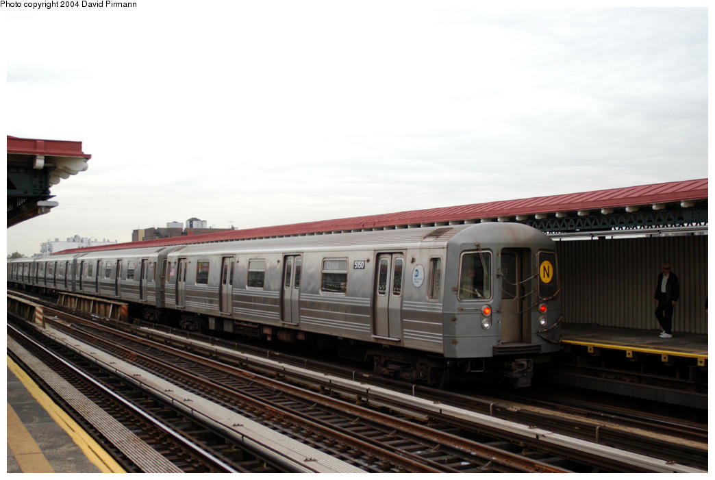 (149k, 1044x701)<br><b>Country:</b> United States<br><b>City:</b> New York<br><b>System:</b> New York City Transit<br><b>Line:</b> BMT Astoria Line<br><b>Location:</b> 36th/Washington Aves. <br><b>Route:</b> N<br><b>Car:</b> R-68A (Kawasaki, 1988-1989)  5150 <br><b>Photo by:</b> David Pirmann<br><b>Date:</b> 10/29/2004<br><b>Viewed (this week/total):</b> 0 / 2445