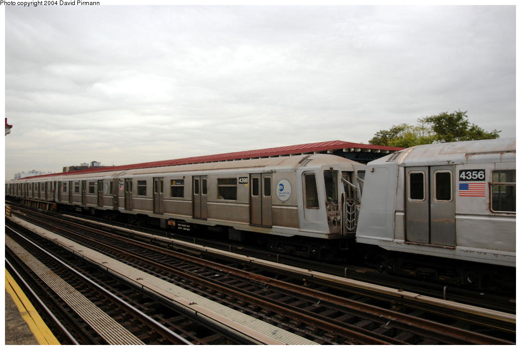 (152k, 1044x701)<br><b>Country:</b> United States<br><b>City:</b> New York<br><b>System:</b> New York City Transit<br><b>Line:</b> BMT Astoria Line<br><b>Location:</b> 36th/Washington Aves. <br><b>Route:</b> W<br><b>Car:</b> R-40 (St. Louis, 1968)  4398 <br><b>Photo by:</b> David Pirmann<br><b>Date:</b> 10/29/2004<br><b>Viewed (this week/total):</b> 1 / 2229