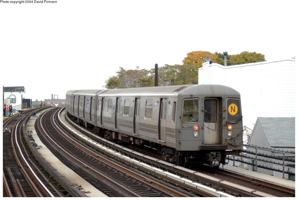 (159k, 1044x701)<br><b>Country:</b> United States<br><b>City:</b> New York<br><b>System:</b> New York City Transit<br><b>Line:</b> BMT Astoria Line<br><b>Location:</b> 30th/Grand Aves. <br><b>Route:</b> N<br><b>Car:</b> R-68A (Kawasaki, 1988-1989)  5096 <br><b>Photo by:</b> David Pirmann<br><b>Date:</b> 10/29/2004<br><b>Viewed (this week/total):</b> 1 / 2875