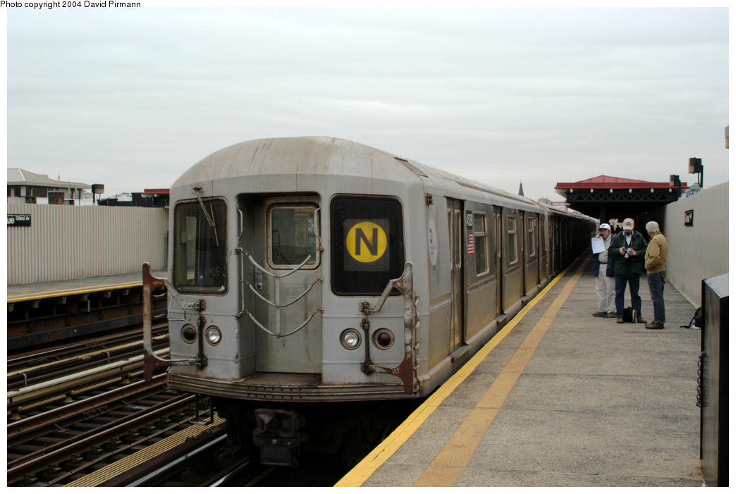(146k, 1044x701)<br><b>Country:</b> United States<br><b>City:</b> New York<br><b>System:</b> New York City Transit<br><b>Line:</b> BMT Astoria Line<br><b>Location:</b> 30th/Grand Aves. <br><b>Route:</b> N<br><b>Car:</b> R-40M (St. Louis, 1969)  4528 <br><b>Photo by:</b> David Pirmann<br><b>Date:</b> 10/29/2004<br><b>Viewed (this week/total):</b> 1 / 4083