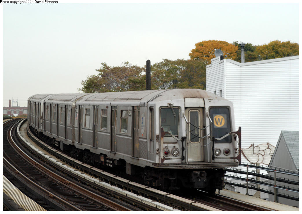(171k, 1044x741)<br><b>Country:</b> United States<br><b>City:</b> New York<br><b>System:</b> New York City Transit<br><b>Line:</b> BMT Astoria Line<br><b>Location:</b> 30th/Grand Aves. <br><b>Route:</b> W<br><b>Car:</b> R-40 (St. Louis, 1968)  4245 <br><b>Photo by:</b> David Pirmann<br><b>Date:</b> 10/29/2004<br><b>Viewed (this week/total):</b> 2 / 2589