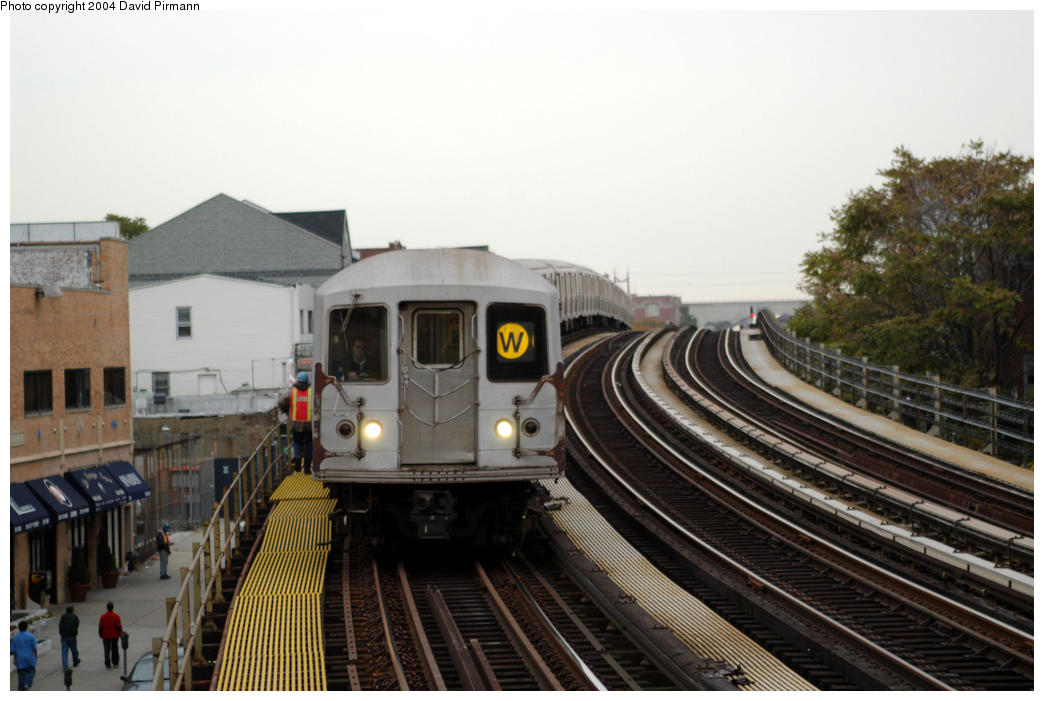 (162k, 1044x701)<br><b>Country:</b> United States<br><b>City:</b> New York<br><b>System:</b> New York City Transit<br><b>Line:</b> BMT Astoria Line<br><b>Location:</b> 30th/Grand Aves. <br><b>Route:</b> W<br><b>Car:</b> R-40M (St. Louis, 1969)  4513 <br><b>Photo by:</b> David Pirmann<br><b>Date:</b> 10/29/2004<br><b>Viewed (this week/total):</b> 0 / 3323