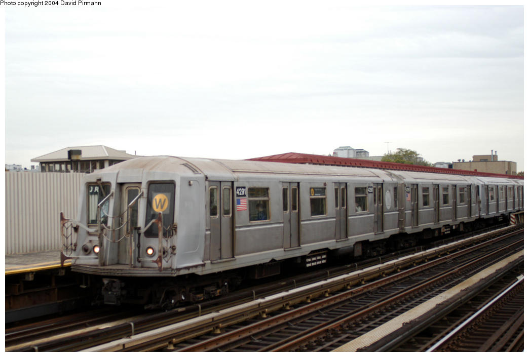 (140k, 1044x705)<br><b>Country:</b> United States<br><b>City:</b> New York<br><b>System:</b> New York City Transit<br><b>Line:</b> BMT Astoria Line<br><b>Location:</b> 30th/Grand Aves. <br><b>Route:</b> W<br><b>Car:</b> R-40 (St. Louis, 1968)  4291 <br><b>Photo by:</b> David Pirmann<br><b>Date:</b> 10/29/2004<br><b>Viewed (this week/total):</b> 0 / 2783