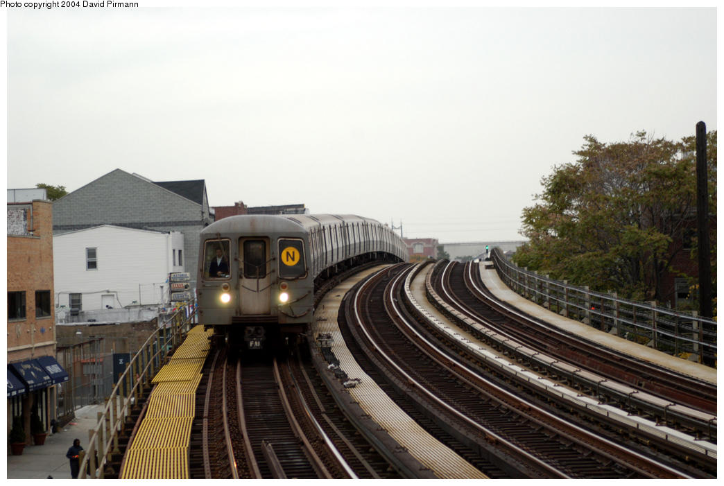 (165k, 1044x701)<br><b>Country:</b> United States<br><b>City:</b> New York<br><b>System:</b> New York City Transit<br><b>Line:</b> BMT Astoria Line<br><b>Location:</b> 30th/Grand Aves. <br><b>Route:</b> N<br><b>Car:</b> R-68A (Kawasaki, 1988-1989)  5096 <br><b>Photo by:</b> David Pirmann<br><b>Date:</b> 10/29/2004<br><b>Viewed (this week/total):</b> 7 / 2896