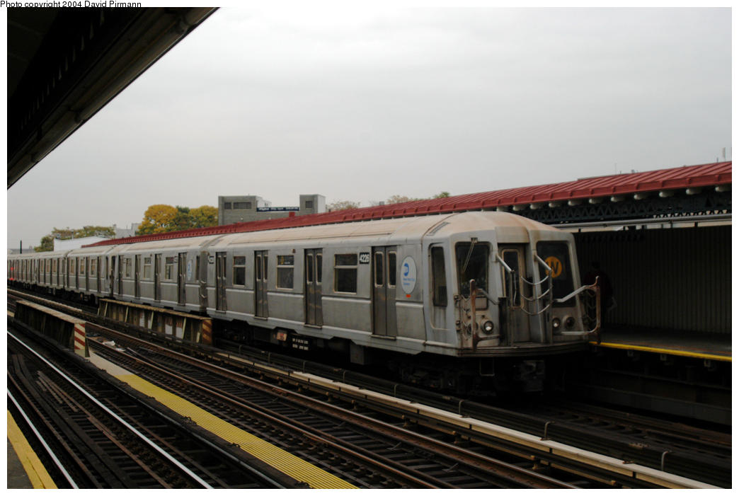 (140k, 1044x701)<br><b>Country:</b> United States<br><b>City:</b> New York<br><b>System:</b> New York City Transit<br><b>Line:</b> BMT Astoria Line<br><b>Location:</b> 30th/Grand Aves. <br><b>Route:</b> W<br><b>Car:</b> R-40 (St. Louis, 1968)  4226 <br><b>Photo by:</b> David Pirmann<br><b>Date:</b> 10/29/2004<br><b>Viewed (this week/total):</b> 0 / 2487