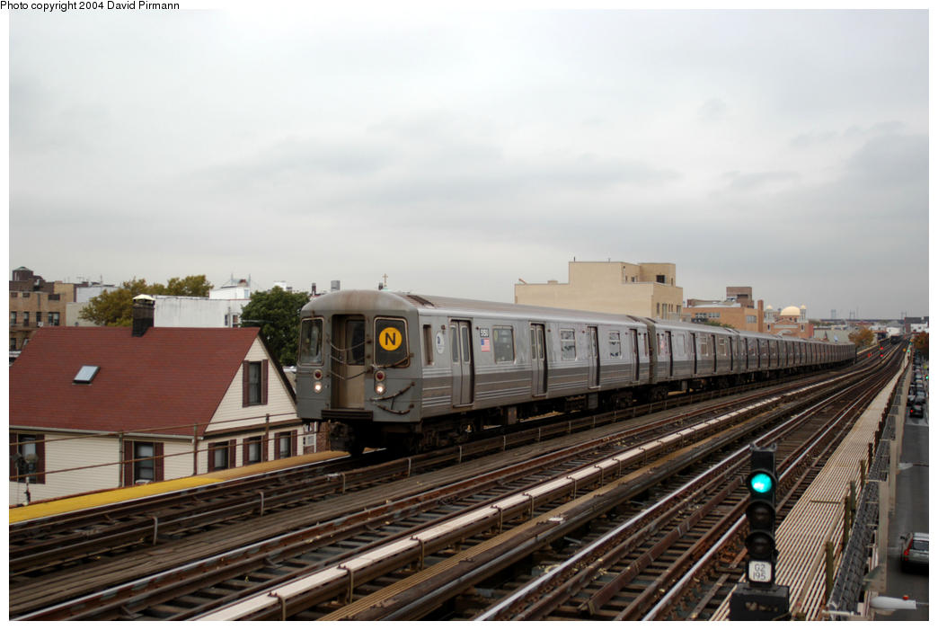 (158k, 1044x701)<br><b>Country:</b> United States<br><b>City:</b> New York<br><b>System:</b> New York City Transit<br><b>Line:</b> BMT Astoria Line<br><b>Location:</b> Broadway <br><b>Route:</b> N<br><b>Car:</b> R-68A (Kawasaki, 1988-1989)  5150 <br><b>Photo by:</b> David Pirmann<br><b>Date:</b> 10/29/2004<br><b>Viewed (this week/total):</b> 6 / 2408