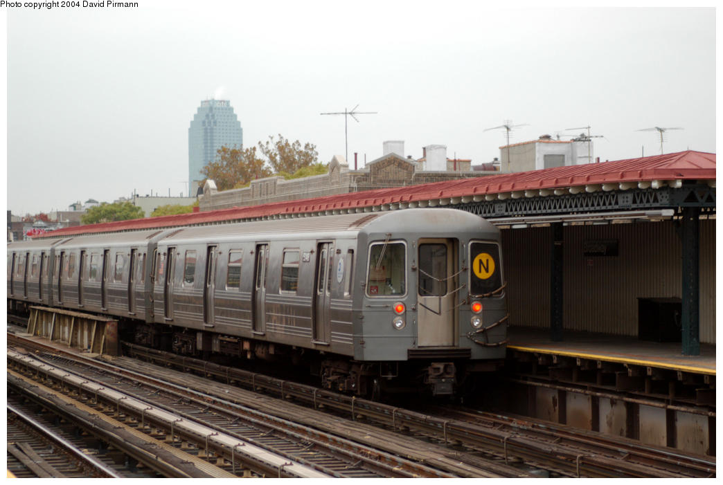 (154k, 1044x701)<br><b>Country:</b> United States<br><b>City:</b> New York<br><b>System:</b> New York City Transit<br><b>Line:</b> BMT Astoria Line<br><b>Location:</b> Broadway <br><b>Route:</b> N<br><b>Car:</b> R-68A (Kawasaki, 1988-1989)  5146 <br><b>Photo by:</b> David Pirmann<br><b>Date:</b> 10/29/2004<br><b>Viewed (this week/total):</b> 3 / 2917