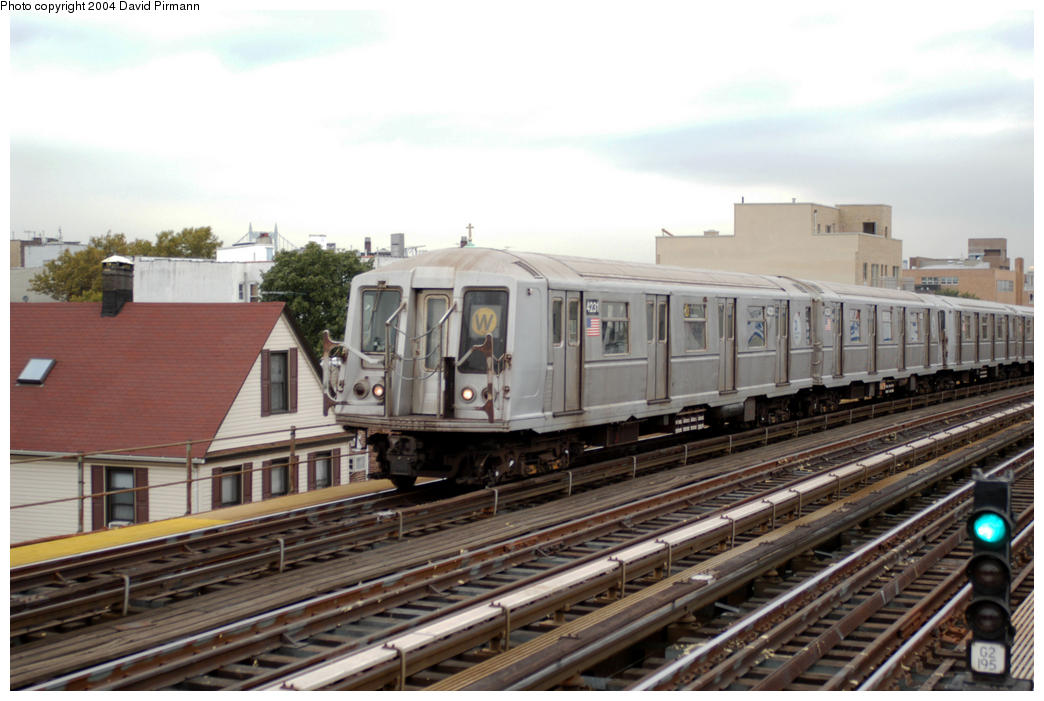 (177k, 1044x701)<br><b>Country:</b> United States<br><b>City:</b> New York<br><b>System:</b> New York City Transit<br><b>Line:</b> BMT Astoria Line<br><b>Location:</b> Broadway <br><b>Route:</b> W<br><b>Car:</b> R-40 (St. Louis, 1968)  4231 <br><b>Photo by:</b> David Pirmann<br><b>Date:</b> 10/29/2004<br><b>Viewed (this week/total):</b> 0 / 2428