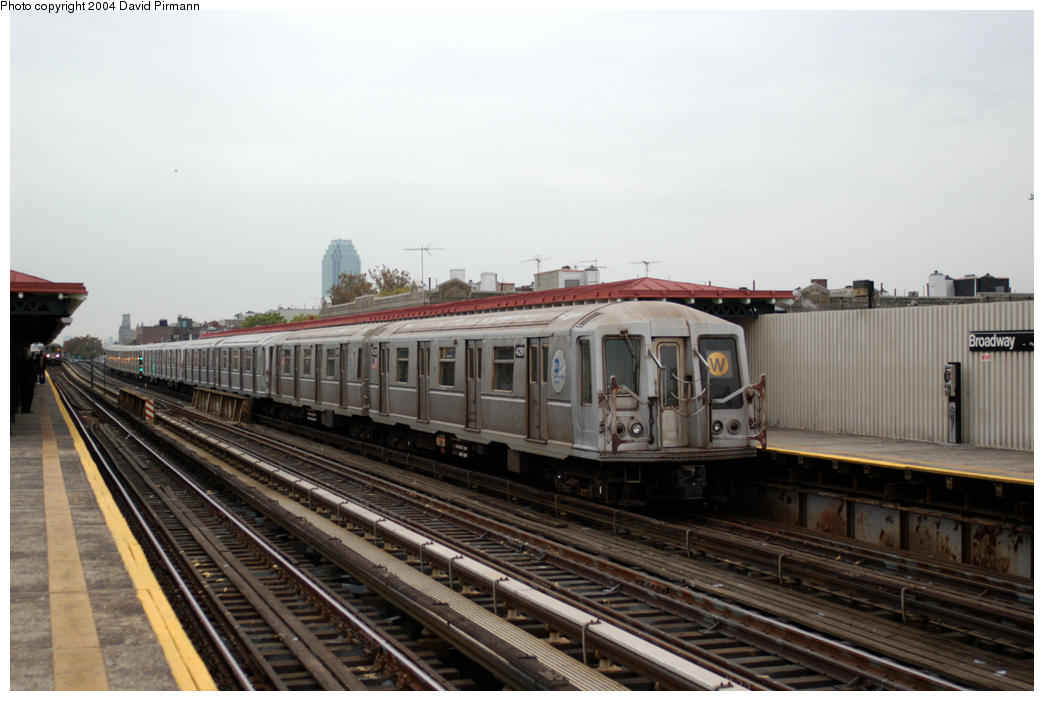 (155k, 1044x701)<br><b>Country:</b> United States<br><b>City:</b> New York<br><b>System:</b> New York City Transit<br><b>Line:</b> BMT Astoria Line<br><b>Location:</b> Broadway <br><b>Route:</b> W<br><b>Car:</b> R-40 (St. Louis, 1968)  4291 <br><b>Photo by:</b> David Pirmann<br><b>Date:</b> 10/29/2004<br><b>Viewed (this week/total):</b> 2 / 2123