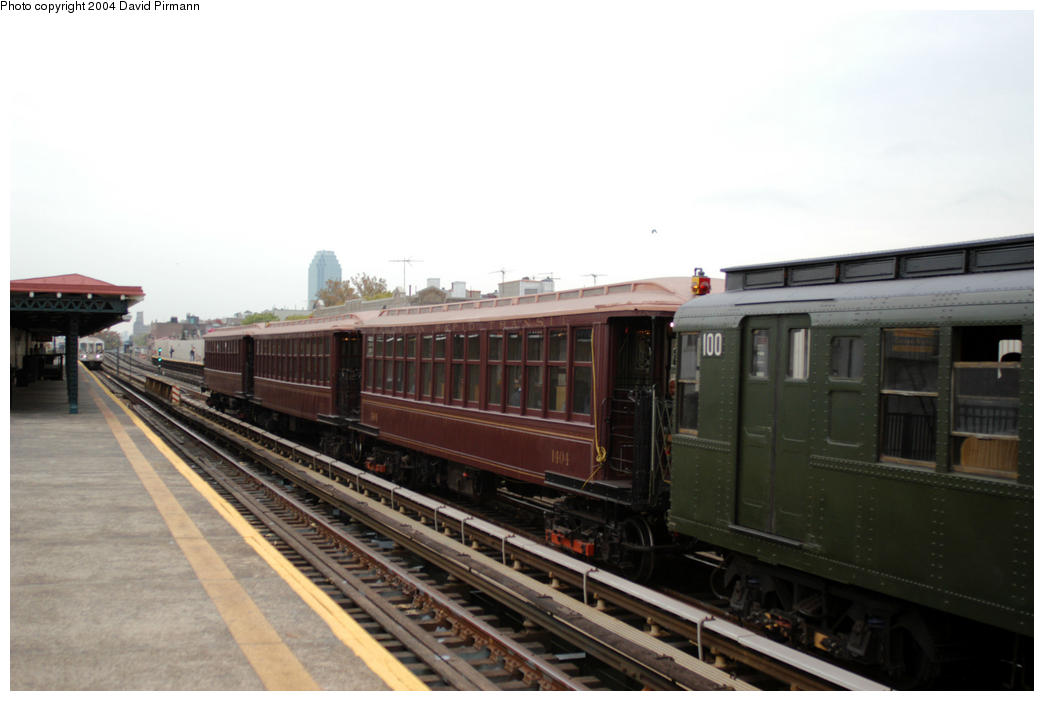 (130k, 1044x701)<br><b>Country:</b> United States<br><b>City:</b> New York<br><b>System:</b> New York City Transit<br><b>Line:</b> BMT Astoria Line<br><b>Location:</b> Broadway <br><b>Route:</b> Fan Trip<br><b>Car:</b> BMT Elevated Gate Car 1404-100 <br><b>Photo by:</b> David Pirmann<br><b>Date:</b> 10/29/2004<br><b>Notes:</b> BU train in excursion service on Astoria line.<br><b>Viewed (this week/total):</b> 0 / 1991