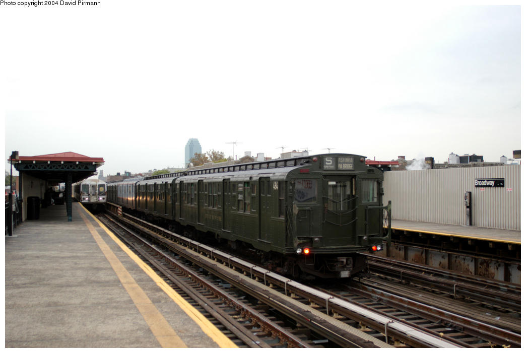 (135k, 1044x701)<br><b>Country:</b> United States<br><b>City:</b> New York<br><b>System:</b> New York City Transit<br><b>Line:</b> BMT Astoria Line<br><b>Location:</b> Broadway <br><b>Route:</b> Fan Trip<br><b>Car:</b> R-4 (American Car & Foundry, 1932-1933) 484 <br><b>Photo by:</b> David Pirmann<br><b>Date:</b> 10/29/2004<br><b>Notes:</b> Train in regular passenger service, technically not a fan trip.<br><b>Viewed (this week/total):</b> 0 / 1899