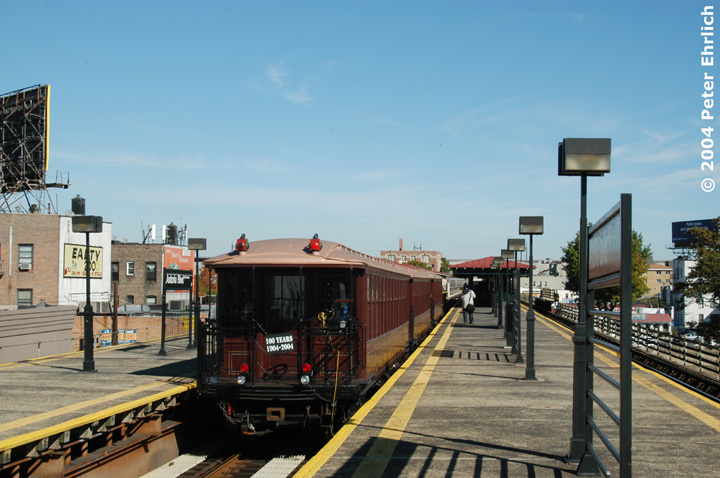 (139k, 720x478)<br><b>Country:</b> United States<br><b>City:</b> New York<br><b>System:</b> New York City Transit<br><b>Line:</b> BMT Astoria Line<br><b>Location:</b> Astoria Boulevard/Hoyt Avenue <br><b>Route:</b> Fan Trip<br><b>Car:</b> BMT Elevated Gate Car 1407 <br><b>Photo by:</b> Peter Ehrlich<br><b>Date:</b> 10/28/2004<br><b>Viewed (this week/total):</b> 0 / 2143