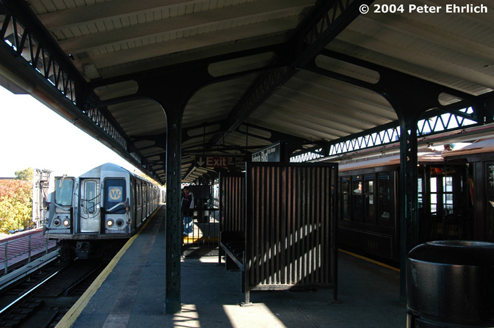 (136k, 720x478)<br><b>Country:</b> United States<br><b>City:</b> New York<br><b>System:</b> New York City Transit<br><b>Line:</b> BMT Astoria Line<br><b>Location:</b> Astoria Boulevard/Hoyt Avenue <br><b>Route:</b> Fan Trip<br><b>Car:</b> BMT Elevated Gate Car 1404-1273-1407 <br><b>Photo by:</b> Peter Ehrlich<br><b>Date:</b> 10/28/2004<br><b>Notes:</b> BU train in excursion service on Astoria line.<br><b>Viewed (this week/total):</b> 0 / 2468