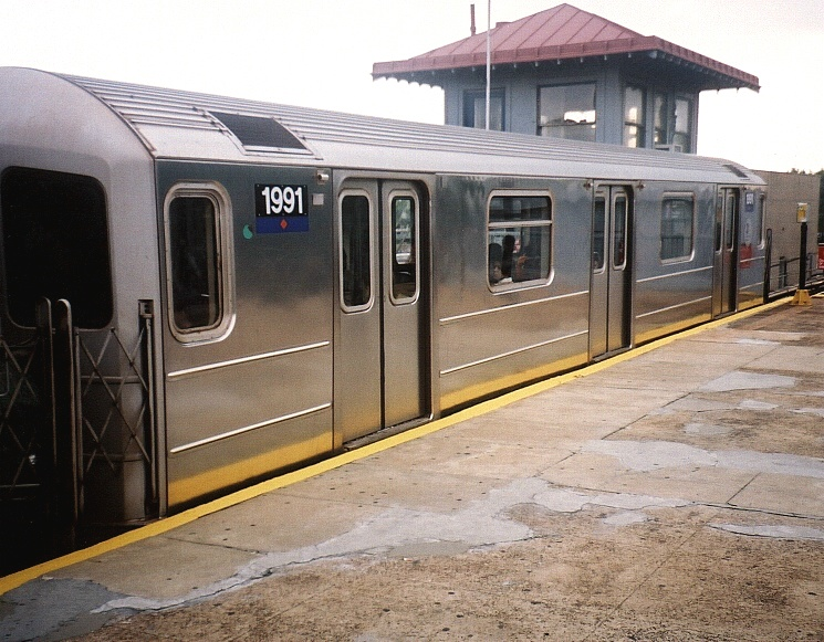 (205k, 745x581)<br><b>Country:</b> United States<br><b>City:</b> New York<br><b>System:</b> New York City Transit<br><b>Line:</b> IRT Flushing Line<br><b>Location:</b> Willets Point/Mets (fmr. Shea Stadium) <br><b>Route:</b> 7<br><b>Car:</b> R-62A (Bombardier, 1984-1987)  1991 <br><b>Photo by:</b> Gary Chatterton<br><b>Date:</b> 8/24/2004<br><b>Viewed (this week/total):</b> 5 / 2604