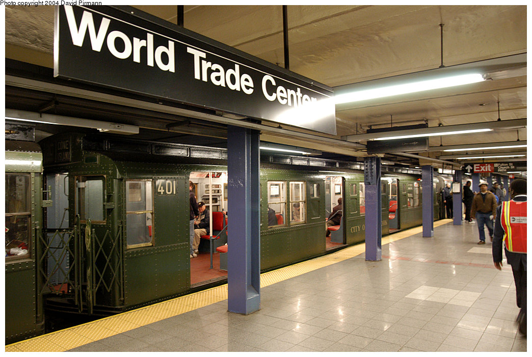 (270k, 1044x701)<br><b>Country:</b> United States<br><b>City:</b> New York<br><b>System:</b> New York City Transit<br><b>Line:</b> IND 8th Avenue Line<br><b>Location:</b> Chambers Street/World Trade Center <br><b>Route:</b> Fan Trip<br><b>Car:</b> R-4 (American Car & Foundry, 1932-1933) 401 <br><b>Photo by:</b> David Pirmann<br><b>Date:</b> 11/6/2004<br><b>Viewed (this week/total):</b> 4 / 3827