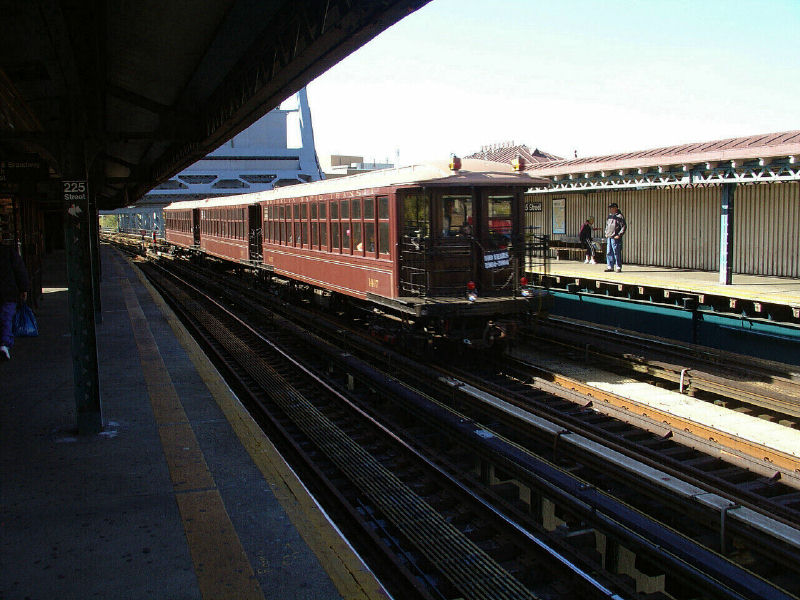 (112k, 800x600)<br><b>Country:</b> United States<br><b>City:</b> New York<br><b>System:</b> New York City Transit<br><b>Line:</b> IRT West Side Line<br><b>Location:</b> 225th Street <br><b>Route:</b> Fan Trip<br><b>Car:</b> BMT Elevated Gate Car 1407-1273-1404 <br><b>Photo by:</b> Fred Guenther<br><b>Date:</b> 11/6/2004<br><b>Viewed (this week/total):</b> 2 / 2900