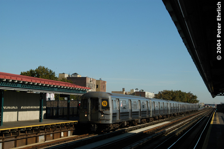 (109k, 720x478)<br><b>Country:</b> United States<br><b>City:</b> New York<br><b>System:</b> New York City Transit<br><b>Line:</b> BMT Astoria Line<br><b>Location:</b> 36th/Washington Aves. <br><b>Route:</b> N<br><b>Car:</b> R-68 (Westinghouse-Amrail, 1986-1988)  2830 <br><b>Photo by:</b> Peter Ehrlich<br><b>Date:</b> 10/28/2004<br><b>Viewed (this week/total):</b> 1 / 2466
