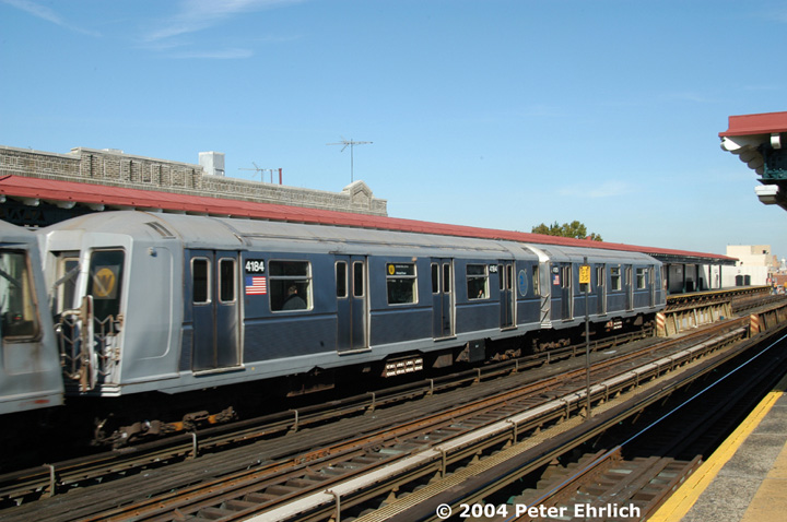 (140k, 720x478)<br><b>Country:</b> United States<br><b>City:</b> New York<br><b>System:</b> New York City Transit<br><b>Line:</b> BMT Astoria Line<br><b>Location:</b> Broadway <br><b>Route:</b> W<br><b>Car:</b> R-40 (St. Louis, 1968)  4184 <br><b>Photo by:</b> Peter Ehrlich<br><b>Date:</b> 10/28/2004<br><b>Viewed (this week/total):</b> 0 / 3026