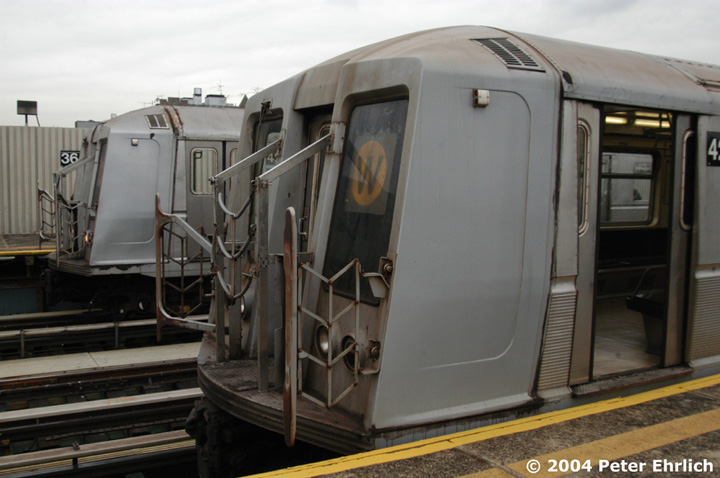 (118k, 720x478)<br><b>Country:</b> United States<br><b>City:</b> New York<br><b>System:</b> New York City Transit<br><b>Line:</b> BMT Astoria Line<br><b>Location:</b> 36th/Washington Aves. <br><b>Route:</b> W<br><b>Car:</b> R-40 (St. Louis, 1968)  4226 <br><b>Photo by:</b> Peter Ehrlich<br><b>Date:</b> 10/29/2004<br><b>Viewed (this week/total):</b> 3 / 3470