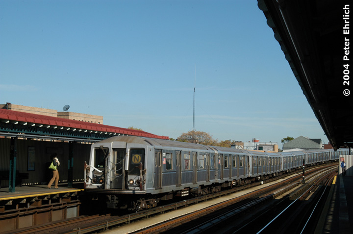 (109k, 720x478)<br><b>Country:</b> United States<br><b>City:</b> New York<br><b>System:</b> New York City Transit<br><b>Line:</b> BMT Astoria Line<br><b>Location:</b> 30th/Grand Aves. <br><b>Route:</b> N<br><b>Car:</b> R-40 (St. Louis, 1968)  4231 <br><b>Photo by:</b> Peter Ehrlich<br><b>Date:</b> 10/28/2004<br><b>Viewed (this week/total):</b> 1 / 2550