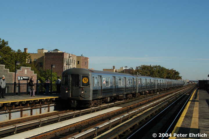 (134k, 720x478)<br><b>Country:</b> United States<br><b>City:</b> New York<br><b>System:</b> New York City Transit<br><b>Line:</b> BMT Astoria Line<br><b>Location:</b> 36th/Washington Aves. <br><b>Route:</b> N<br><b>Car:</b> R-68A (Kawasaki, 1988-1989)  5036 <br><b>Photo by:</b> Peter Ehrlich<br><b>Date:</b> 10/28/2004<br><b>Viewed (this week/total):</b> 0 / 2369