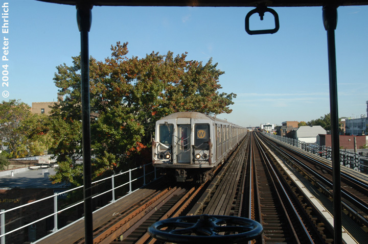 (174k, 720x478)<br><b>Country:</b> United States<br><b>City:</b> New York<br><b>System:</b> New York City Transit<br><b>Line:</b> BMT Astoria Line<br><b>Location:</b> Broadway <br><b>Route:</b> W<br><b>Car:</b> R-40 (St. Louis, 1968)   <br><b>Photo by:</b> Peter Ehrlich<br><b>Date:</b> 10/28/2004<br><b>Notes:</b> View from BU trainset.<br><b>Viewed (this week/total):</b> 1 / 2822