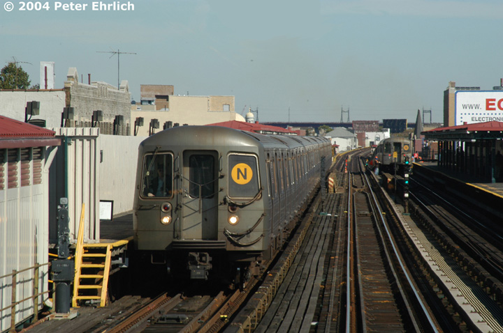 (138k, 720x478)<br><b>Country:</b> United States<br><b>City:</b> New York<br><b>System:</b> New York City Transit<br><b>Line:</b> BMT Astoria Line<br><b>Location:</b> Broadway <br><b>Route:</b> N<br><b>Car:</b> R-68/R-68A Series (Number Unknown)  <br><b>Photo by:</b> Peter Ehrlich<br><b>Date:</b> 10/28/2004<br><b>Viewed (this week/total):</b> 0 / 2968