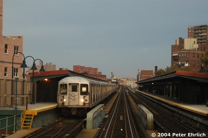 (126k, 720x478)<br><b>Country:</b> United States<br><b>City:</b> New York<br><b>System:</b> New York City Transit<br><b>Line:</b> BMT Nassau Street/Jamaica Line<br><b>Location:</b> Lorimer Street <br><b>Route:</b> M<br><b>Car:</b> R-42 (St. Louis, 1969-1970)  4566 <br><b>Photo by:</b> Peter Ehrlich<br><b>Date:</b> 10/27/2004<br><b>Viewed (this week/total):</b> 1 / 3974
