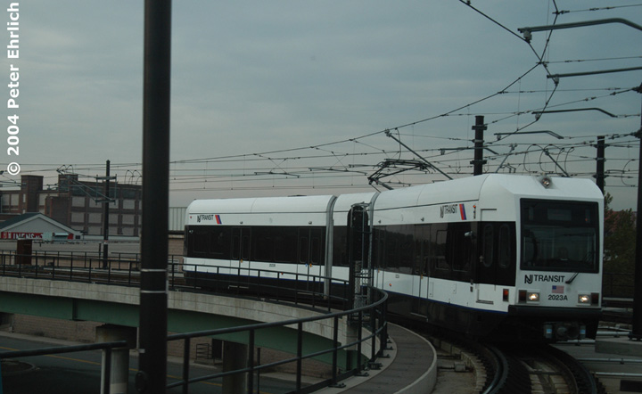 (95k, 720x442)<br><b>Country:</b> United States<br><b>City:</b> Jersey City, NJ<br><b>System:</b> Hudson Bergen Light Rail<br><b>Location:</b> Between Newport & Hoboken <br><b>Car:</b> NJT-HBLR LRV (Kinki-Sharyo, 1998-99)  2023 <br><b>Photo by:</b> Peter Ehrlich<br><b>Date:</b> 10/27/2004<br><b>Notes:</b> Northbound train from Jersey City at the Hoboken Wye.<br><b>Viewed (this week/total):</b> 1 / 2819