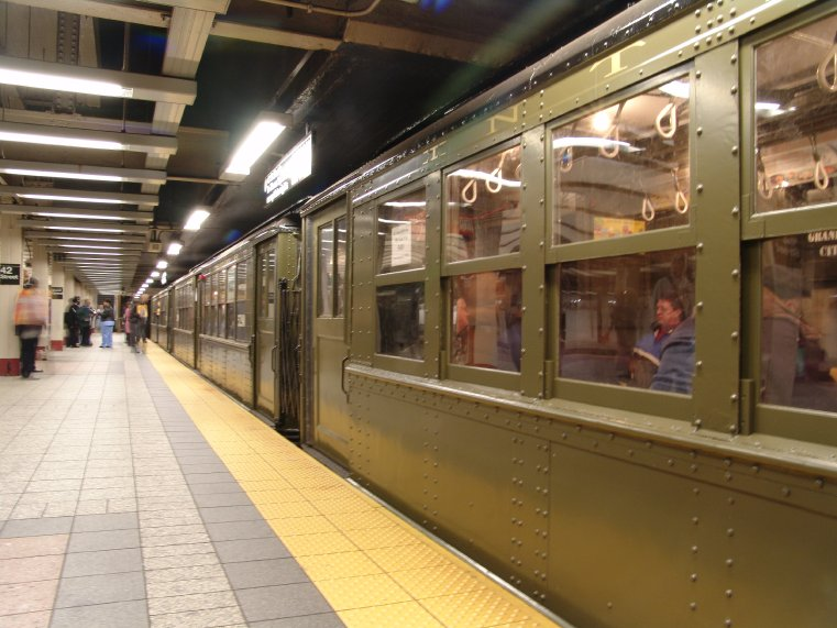 (88k, 761x571)<br><b>Country:</b> United States<br><b>City:</b> New York<br><b>System:</b> New York City Transit<br><b>Line:</b> IRT Times Square-Grand Central Shuttle<br><b>Location:</b> Grand Central <br><b>Route:</b> Fan Trip<br><b>Car:</b> Low-V (Museum Train) 5483/5290 <br><b>Photo by:</b> Richard Panse<br><b>Date:</b> 11/21/2004<br><b>Viewed (this week/total):</b> 0 / 2815