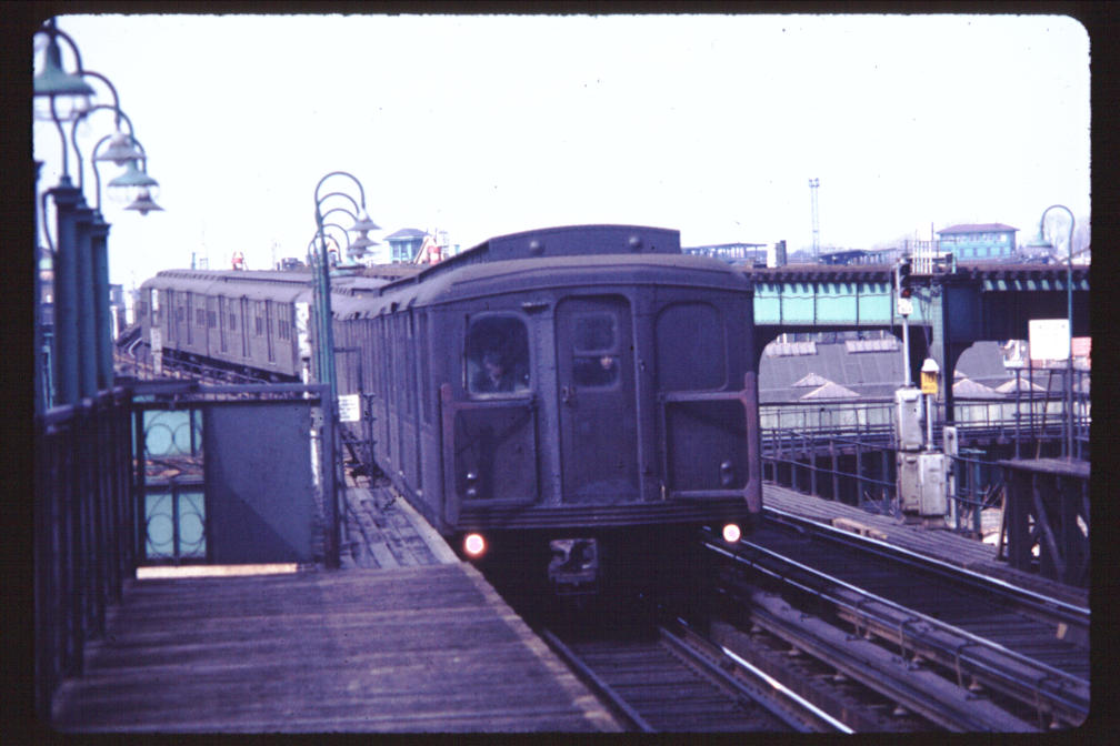 (95k, 1008x672)<br><b>Country:</b> United States<br><b>City:</b> New York<br><b>System:</b> New York City Transit<br><b>Line:</b> BMT Canarsie Line<br><b>Location:</b> Sutter Avenue <br><b>Car:</b> BMT A/B-Type Standard  <br><b>Photo by:</b> Joe Korman<br><b>Viewed (this week/total):</b> 2 / 2871