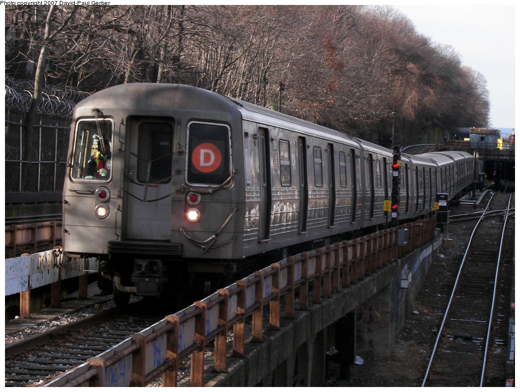 (308k, 1044x788)<br><b>Country:</b> United States<br><b>City:</b> New York<br><b>System:</b> New York City Transit<br><b>Line:</b> BMT West End Line<br><b>Location:</b> 9th Avenue <br><b>Route:</b> D<br><b>Car:</b> R-68 (Westinghouse-Amrail, 1986-1988)   <br><b>Photo by:</b> David-Paul Gerber<br><b>Date:</b> 12/15/2007<br><b>Viewed (this week/total):</b> 9 / 1559