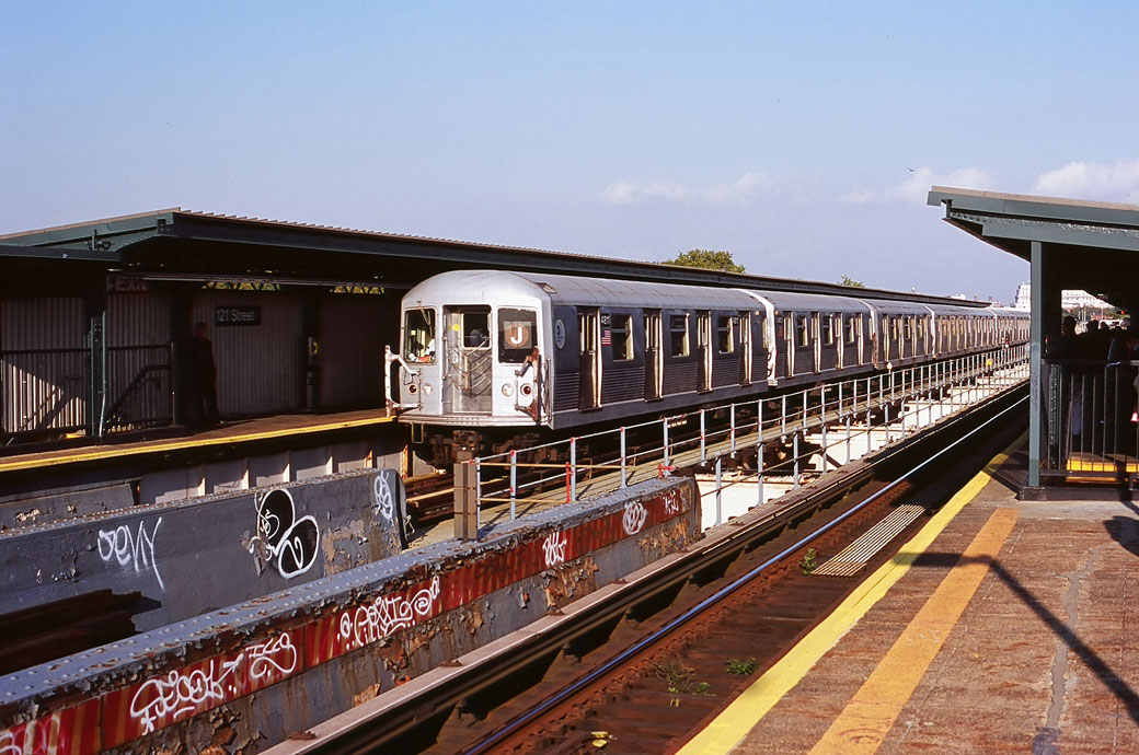 (183k, 1040x690)<br><b>Country:</b> United States<br><b>City:</b> New York<br><b>System:</b> New York City Transit<br><b>Line:</b> BMT Nassau Street/Jamaica Line<br><b>Location:</b> 121st Street <br><b>Route:</b> J<br><b>Car:</b> R-42 (St. Louis, 1969-1970)  4811 <br><b>Photo by:</b> Marc Pitanza<br><b>Date:</b> 10/4/2004<br><b>Viewed (this week/total):</b> 3 / 2821