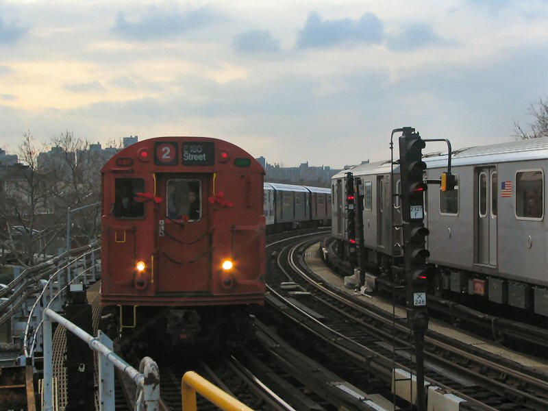 (87k, 800x600)<br><b>Country:</b> United States<br><b>City:</b> New York<br><b>System:</b> New York City Transit<br><b>Line:</b> IRT White Plains Road Line<br><b>Location:</b> West Farms Sq./East Tremont Ave./177th St. <br><b>Route:</b> 2<br><b>Car:</b> R-33 Main Line (St. Louis, 1962-63) 9017 <br><b>Photo by:</b> Dante D. Angerville<br><b>Date:</b> 12/11/2004<br><b>Viewed (this week/total):</b> 0 / 2955