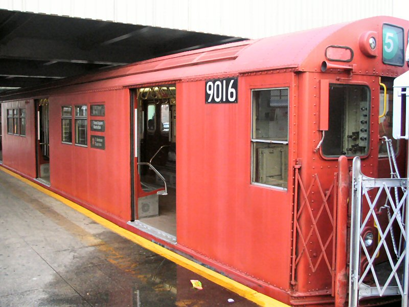 (107k, 800x600)<br><b>Country:</b> United States<br><b>City:</b> New York<br><b>System:</b> New York City Transit<br><b>Line:</b> IRT White Plains Road Line<br><b>Location:</b> East 180th Street <br><b>Route:</b> 2<br><b>Car:</b> R-33 Main Line (St. Louis, 1962-63) 9016 <br><b>Photo by:</b> Dante D. Angerville<br><b>Date:</b> 12/11/2004<br><b>Viewed (this week/total):</b> 5 / 2971