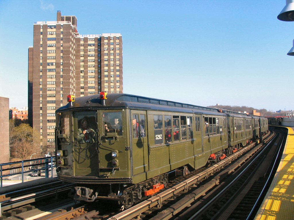 (177k, 1024x768)<br><b>Country:</b> United States<br><b>City:</b> New York<br><b>System:</b> New York City Transit<br><b>Line:</b> IRT White Plains Road Line<br><b>Location:</b> West Farms Sq./East Tremont Ave./177th St. <br><b>Route:</b> Fan Trip<br><b>Car:</b> Low-V (Museum Train) 5292 <br><b>Photo by:</b> Dante D. Angerville<br><b>Date:</b> 12/18/2004<br><b>Viewed (this week/total):</b> 9 / 2550