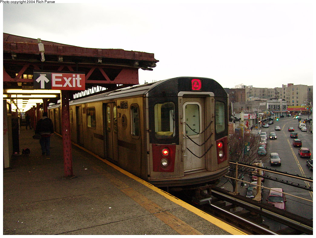 (200k, 1044x788)<br><b>Country:</b> United States<br><b>City:</b> New York<br><b>System:</b> New York City Transit<br><b>Line:</b> IRT Woodlawn Line<br><b>Location:</b> Burnside Avenue <br><b>Route:</b> 4<br><b>Car:</b> R-142 (Option Order, Bombardier, 2002-2003)  7125 <br><b>Photo by:</b> Richard Panse<br><b>Date:</b> 12/19/2004<br><b>Viewed (this week/total):</b> 1 / 5397