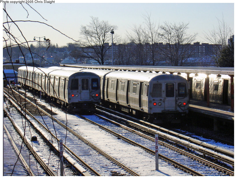 (228k, 820x620)<br><b>Country:</b> United States<br><b>City:</b> New York<br><b>System:</b> New York City Transit<br><b>Line:</b> SIRT<br><b>Location:</b> Tottenville <br><b>Car:</b> R-44 SIRT (St. Louis, 1971-1973)  <br><b>Photo by:</b> Chris Slaight<br><b>Date:</b> 12/27/2004<br><b>Viewed (this week/total):</b> 2 / 4366