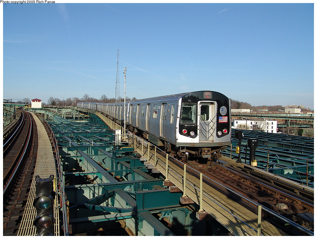 (244k, 1044x788)<br><b>Country:</b> United States<br><b>City:</b> New York<br><b>System:</b> New York City Transit<br><b>Line:</b> BMT Canarsie Line<br><b>Location:</b> Atlantic Avenue <br><b>Route:</b> L<br><b>Car:</b> R-143 (Kawasaki, 2001-2002) 8281 <br><b>Photo by:</b> Richard Panse<br><b>Date:</b> 1/1/2005<br><b>Viewed (this week/total):</b> 2 / 5401