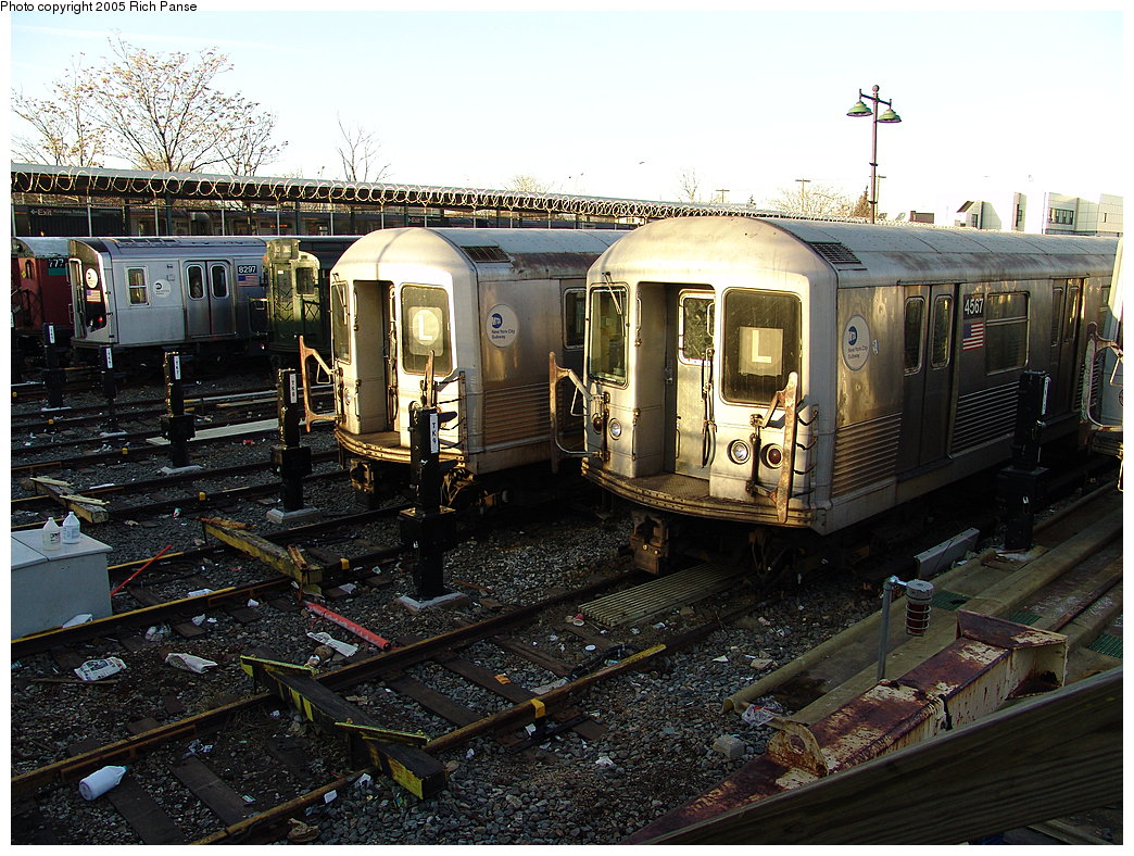 (261k, 1044x788)<br><b>Country:</b> United States<br><b>City:</b> New York<br><b>System:</b> New York City Transit<br><b>Location:</b> Rockaway Parkway (Canarsie) Yard<br><b>Car:</b> R-42 (St. Louis, 1969-1970)  4557 <br><b>Photo by:</b> Richard Panse<br><b>Date:</b> 1/1/2005<br><b>Viewed (this week/total):</b> 0 / 4861