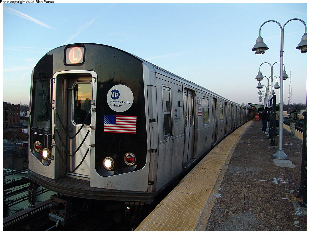 (206k, 1044x788)<br><b>Country:</b> United States<br><b>City:</b> New York<br><b>System:</b> New York City Transit<br><b>Line:</b> BMT Canarsie Line<br><b>Location:</b> Atlantic Avenue <br><b>Route:</b> L<br><b>Car:</b> R-143 (Kawasaki, 2001-2002) 8272 <br><b>Photo by:</b> Richard Panse<br><b>Date:</b> 1/1/2005<br><b>Viewed (this week/total):</b> 1 / 2801