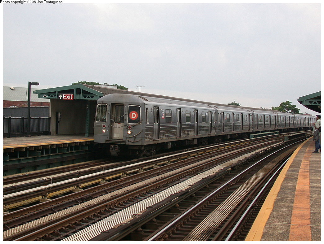 (232k, 1044x788)<br><b>Country:</b> United States<br><b>City:</b> New York<br><b>System:</b> New York City Transit<br><b>Line:</b> BMT West End Line<br><b>Location:</b> 55th Street <br><b>Route:</b> D<br><b>Car:</b> R-68 (Westinghouse-Amrail, 1986-1988)  2502 <br><b>Photo by:</b> Joe Testagrose<br><b>Date:</b> 7/18/2004<br><b>Viewed (this week/total):</b> 2 / 2507