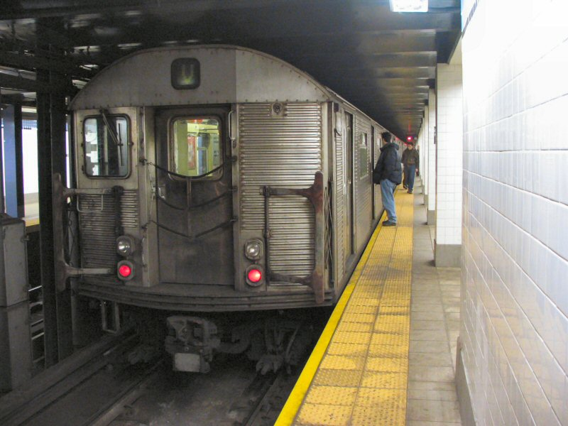 (97k, 800x600)<br><b>Country:</b> United States<br><b>City:</b> New York<br><b>System:</b> New York City Transit<br><b>Line:</b> IND 6th Avenue Line<br><b>Location:</b> Delancey Street <br><b>Route:</b> V<br><b>Car:</b> R-32 (Budd, 1964)  3868 <br><b>Photo by:</b> Dante D. Angerville<br><b>Date:</b> 1/25/2004<br><b>Viewed (this week/total):</b> 6 / 5101