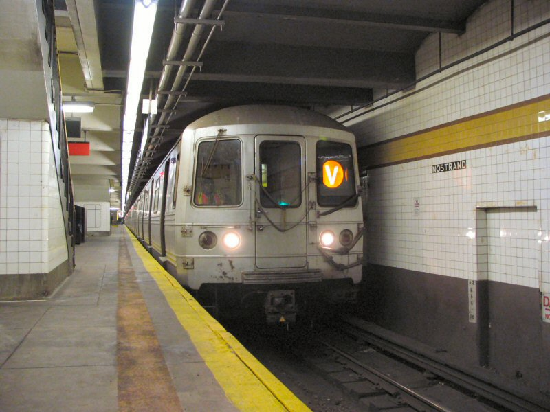 (99k, 800x600)<br><b>Country:</b> United States<br><b>City:</b> New York<br><b>System:</b> New York City Transit<br><b>Line:</b> IND Fulton Street Line<br><b>Location:</b> Nostrand Avenue <br><b>Route:</b> V<br><b>Car:</b> R-46 (Pullman-Standard, 1974-75)  <br><b>Photo by:</b> Dante D. Angerville<br><b>Date:</b> 1/25/2004<br><b>Notes:</b> Lower level.<br><b>Viewed (this week/total):</b> 1 / 4767
